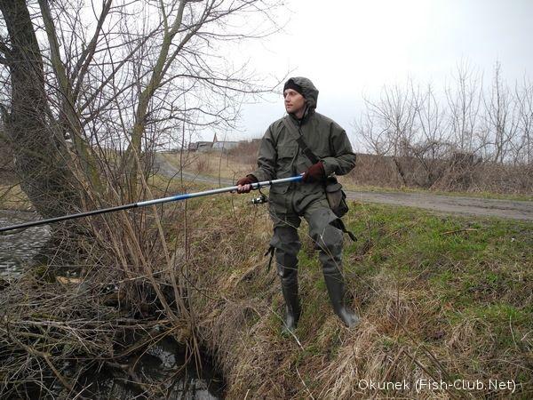 ловля карася весной по последнему льду видео