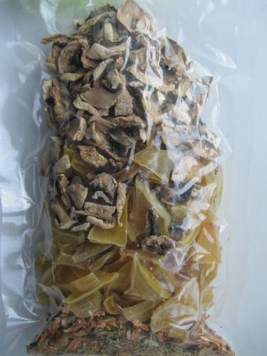 набор сухих овощей и грибов для приготовления грибного супа